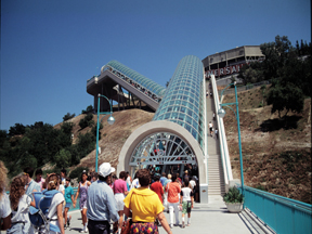 Messaging Systems For Amusement Park Escalators Amp Walkways